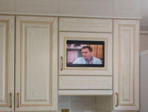 Для классических кухонь берут 32-дюймовые панели