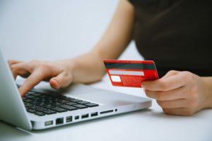 Чтобы совершить оплату, потребуется внести данные банковской карты